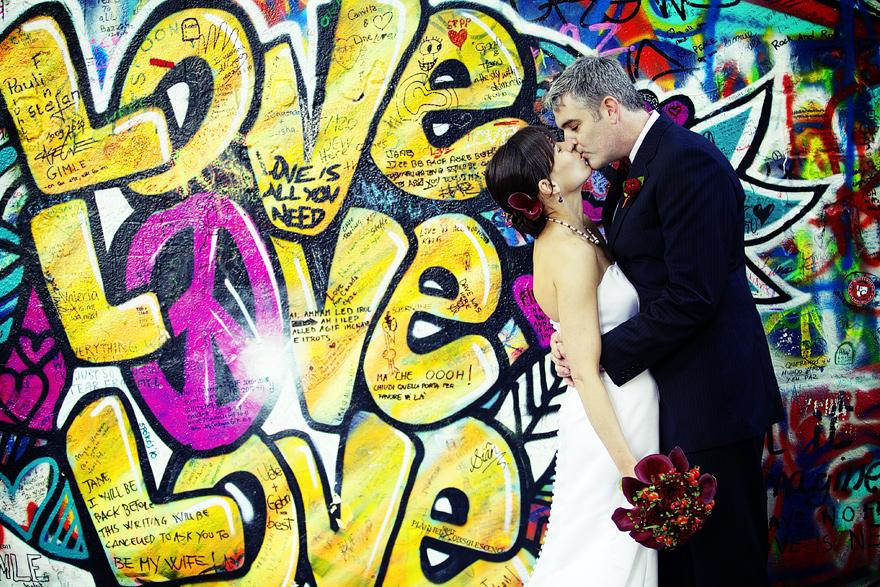 novomanželé u Lenonovy zdi