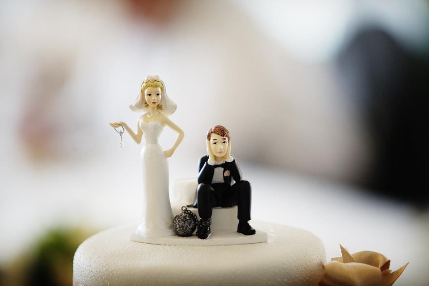 vtipný detail svatebního dortu