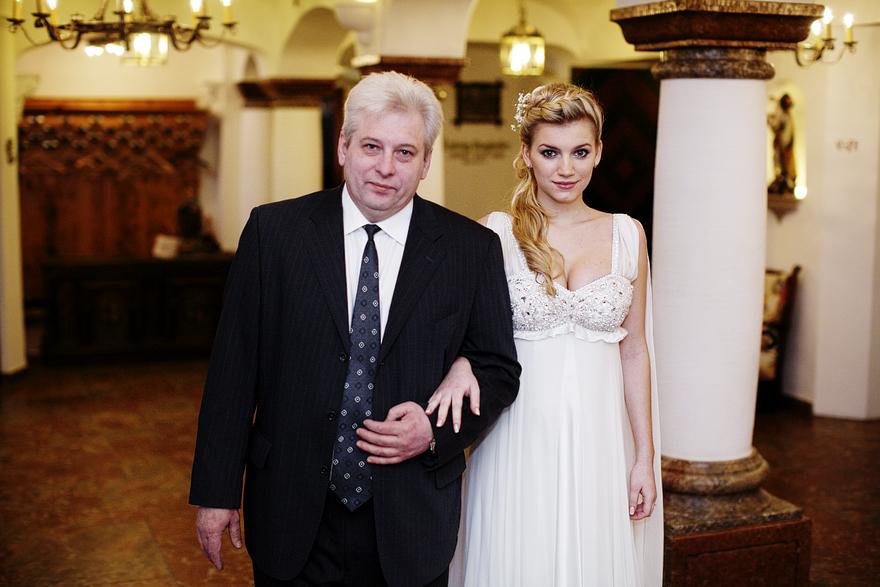 nevěsta a tatínek před obřadem v Bad Gastein