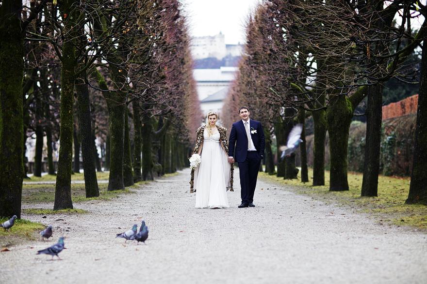 zimní svatební fotografie v Mirabelplatz Salzburg
