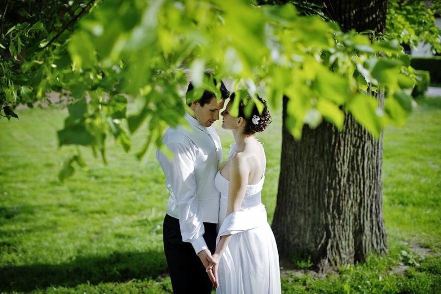svatební fotografie nevěsty a ženicha na Zelené Hoře