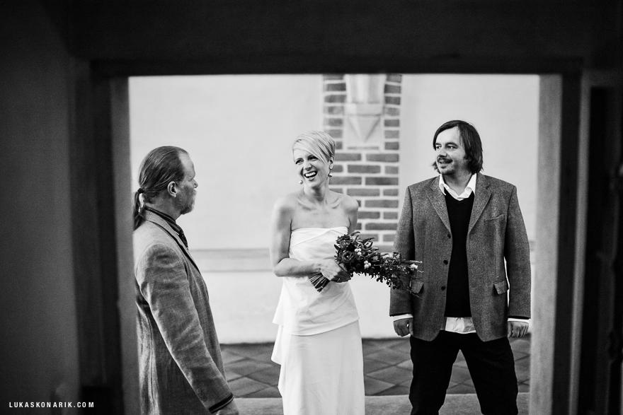 svatební fotografie nevěsty před svatbou
