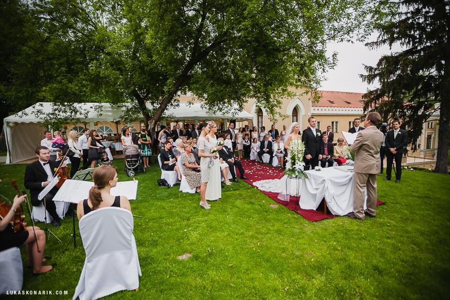 svatební obřad na zahradě St. Havel
