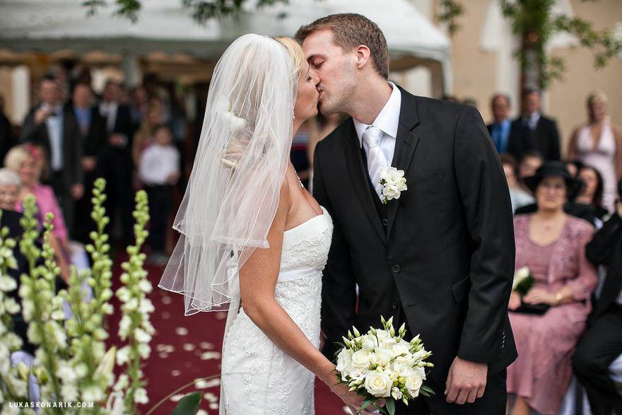 novomanželský polibek v St. Havel