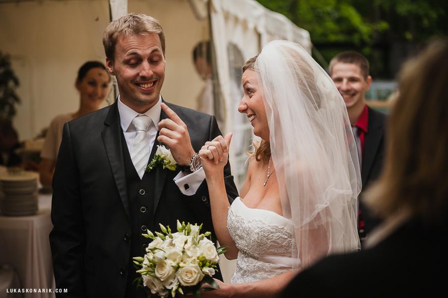novomanželé před oslavou