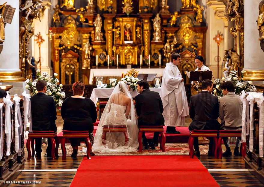 svatební obřad v kostele sv. Tomáše v Praze