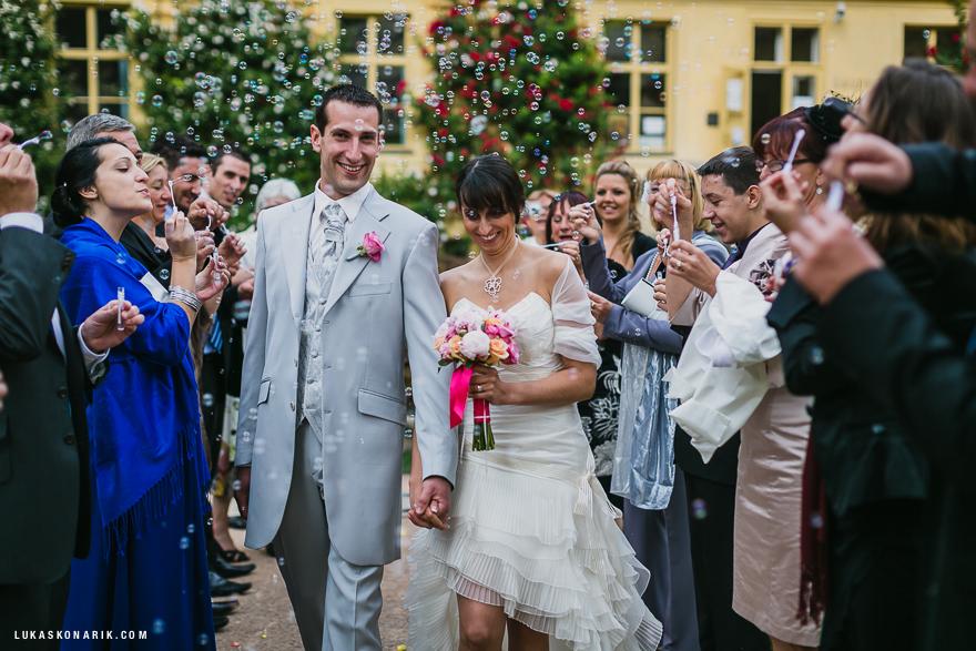 svatební průvod ve Vrtbovské zahradě