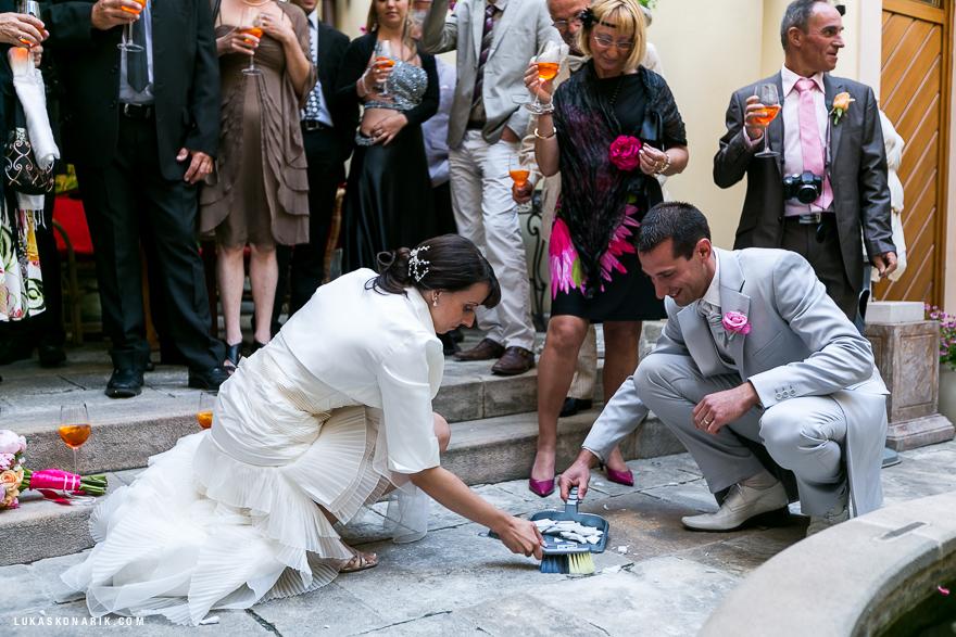 svatební tradice, rozbitý talíř