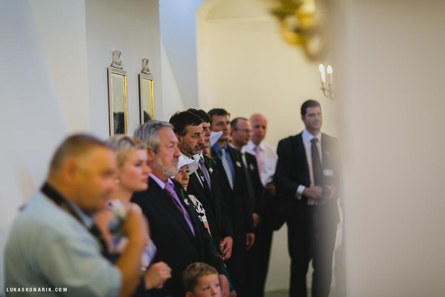 hosté na svatebním obřadu