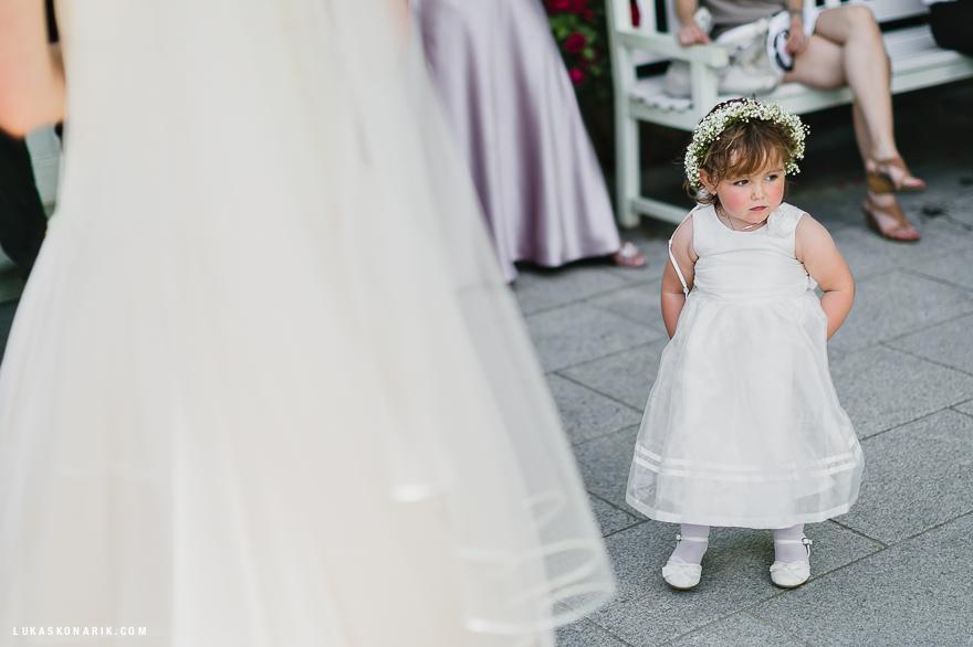 družička na svatbě na zámku Kozel
