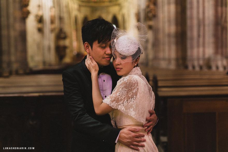 zamilovaný pár v katedrále sv. Víta