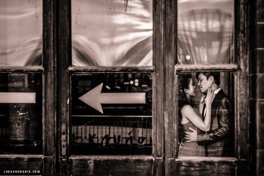 svatební fotografie na hlavním nádraží v Praze
