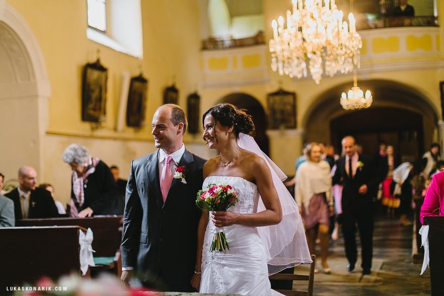 svatbní obřad v kostele