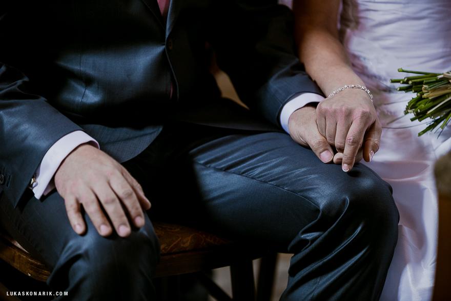 detail při svatebním obřadu