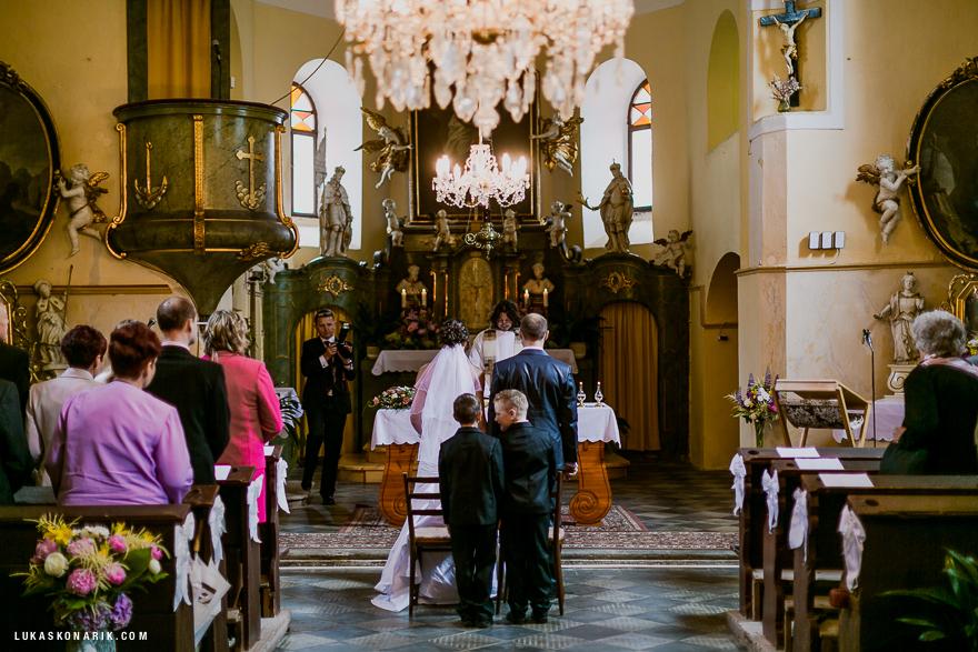 nejlepší svatební fotografie v kostele