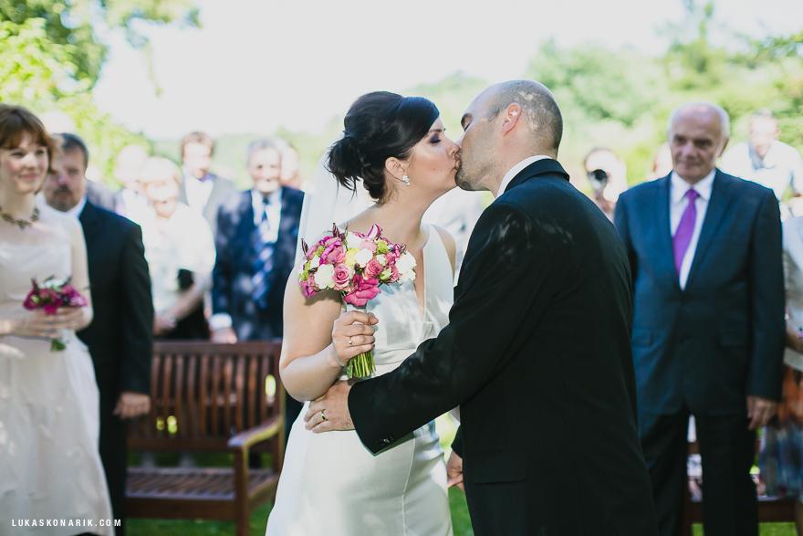 novomanželský polibek v rezidenci Liběchov