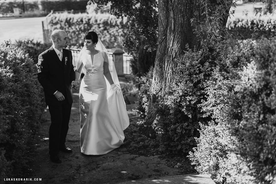 svatební fotografie na zahradě rezidence Liběchov