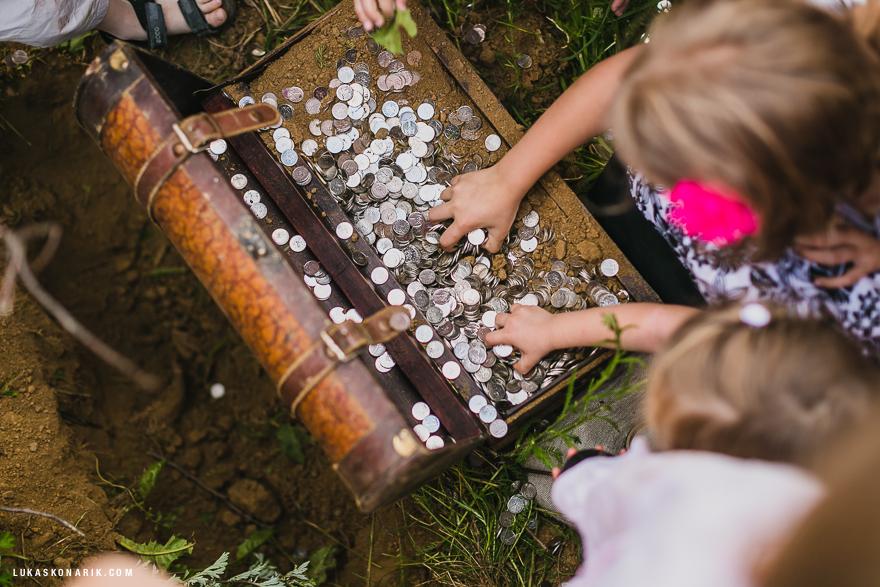truhla s pokladem na svatbě Blaník