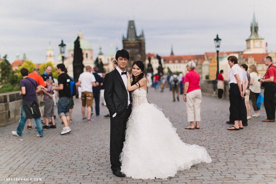 svatební fotografie na Karlově mostu v Praze