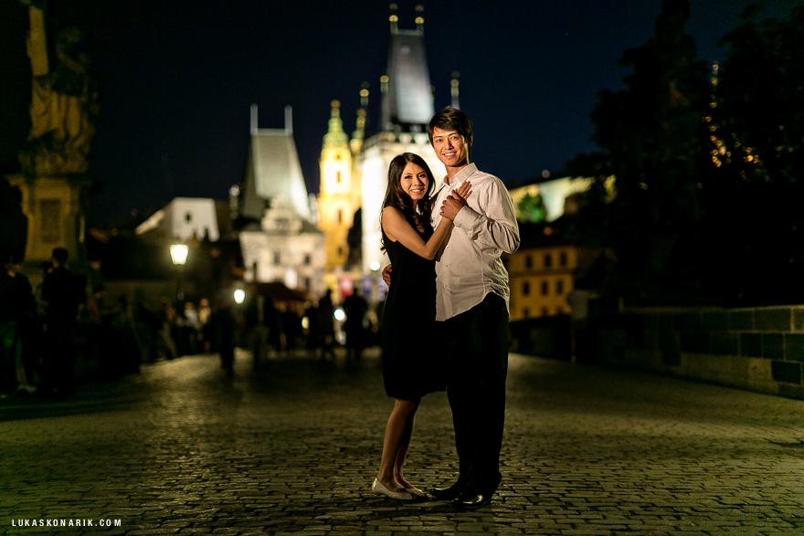 svatební fotografie ve večerní Praze
