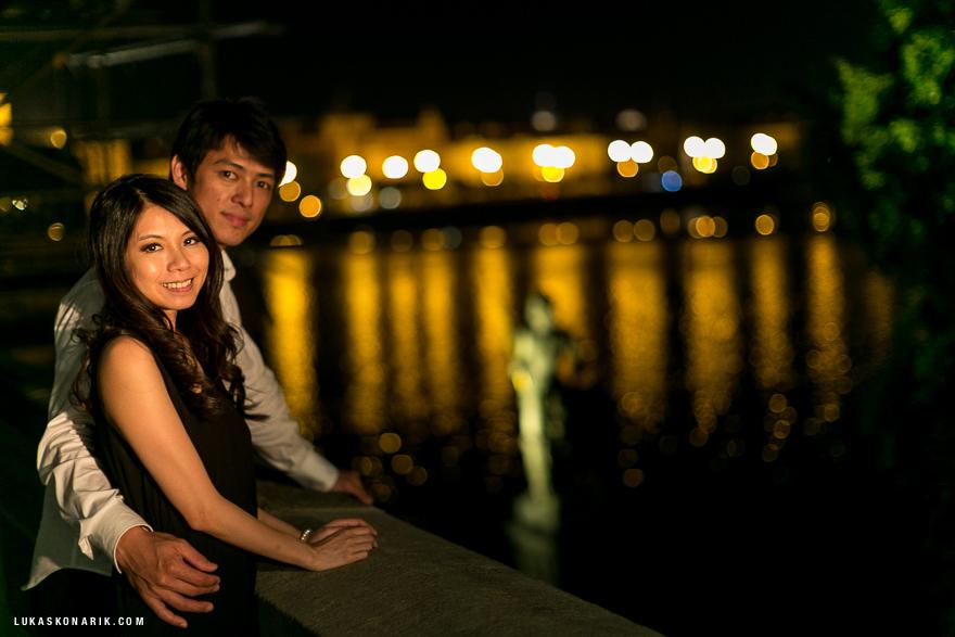 večerní Praha z Karlova mostu