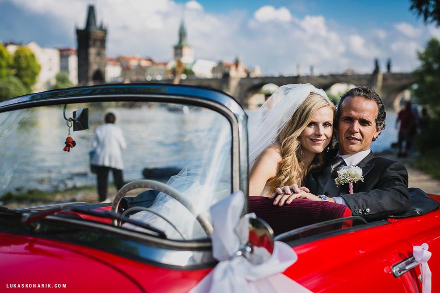 svatební fotografie Praha u Karlova mostu