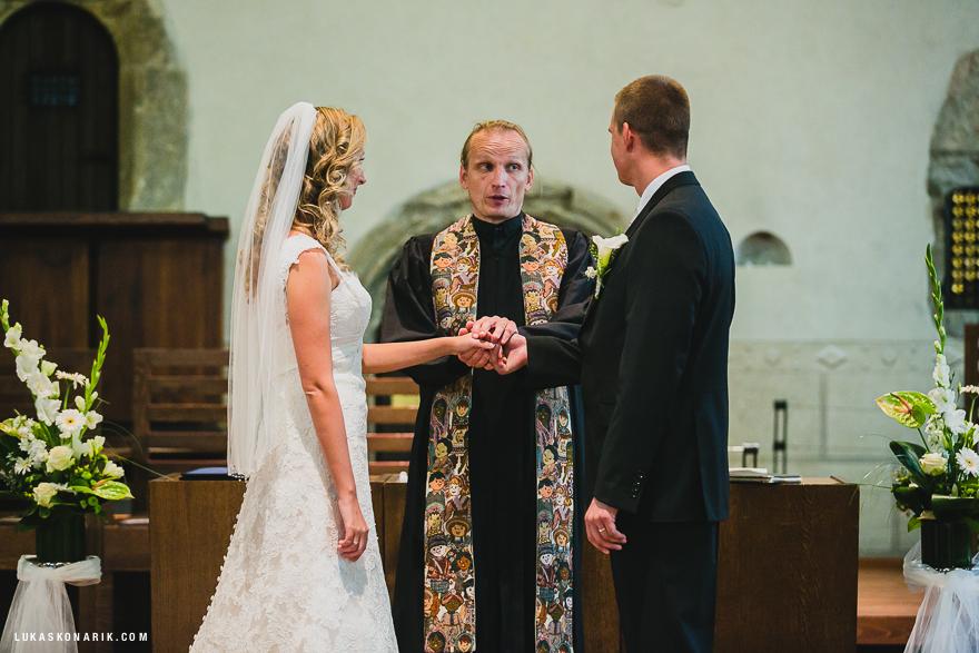 svatební fotografie obřadu v Betlémské kapli