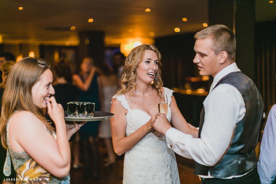 svatební fotografie nevěsty a ženicha