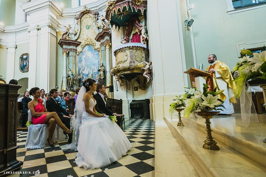 svatební fotografie v kostele sv. Bartoloměje