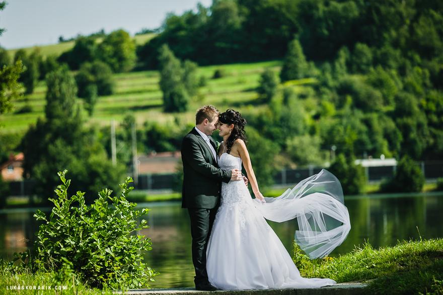 svatební fotografie novomanželů