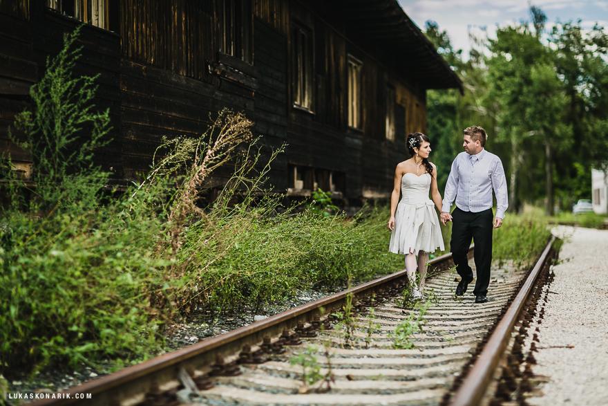 svatební fotografie na kolejích