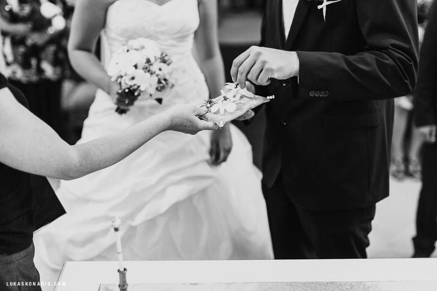 svatební fotografie snubních prstýnků