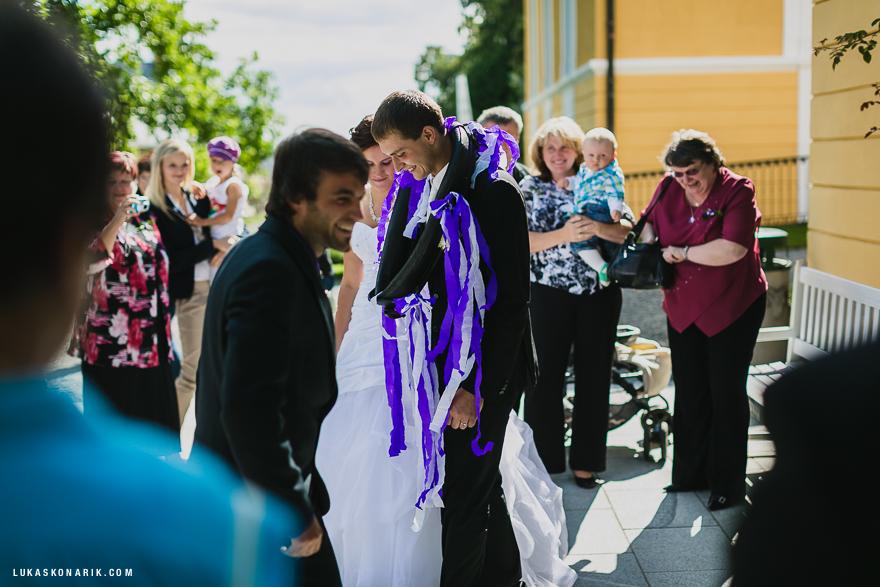 nejlepší svatební fotografie - ženich v chomoutu