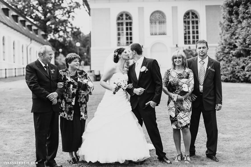 rodinné svatební fotografie na zámku Kozel