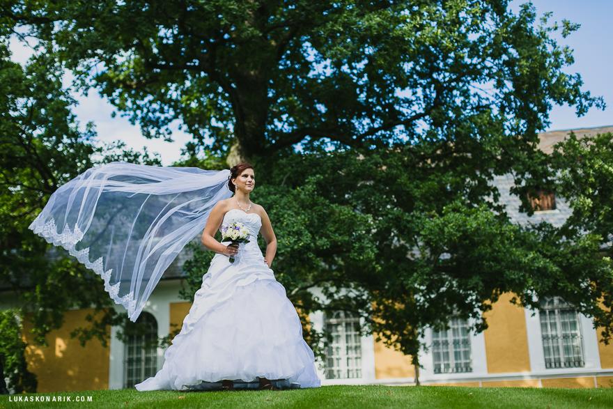 svatba na zámku Kozel svatební závoj