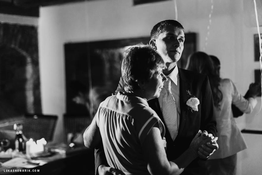 svatební fotografie oslavy na zámku Kozel