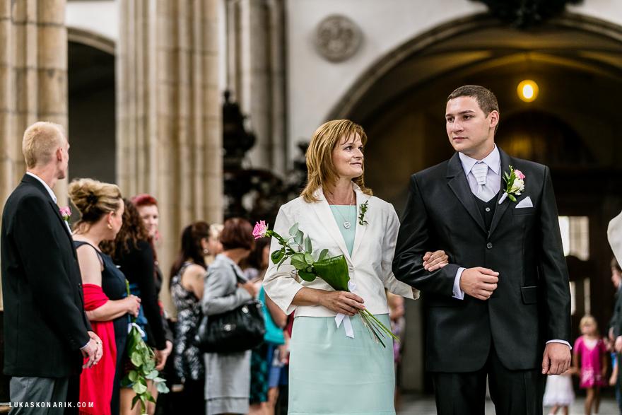 svatební fotografie obřadu v kostele sv. Jakuba v Brně