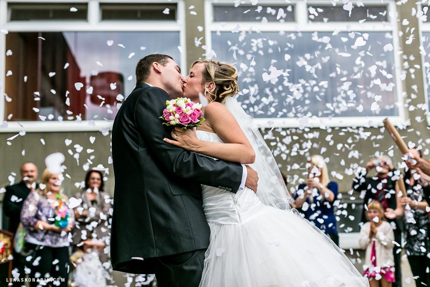 fotografie nevěsty a ženicha po svatebním obřadu v Brně