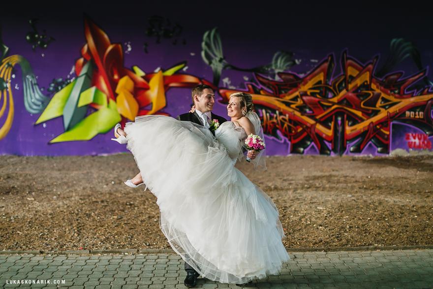svatební fotografie nevěsty a ženicha v Brně