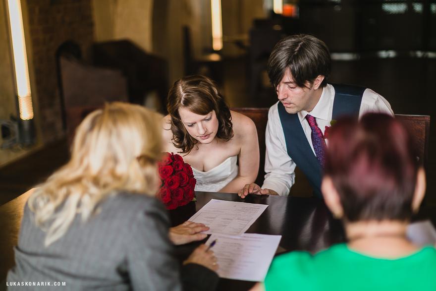 svatební fotografie ve Staroměstské radnici v Praze