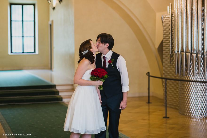 svatební fotografie tajné svatby ve Staroměstské radnici v Praze