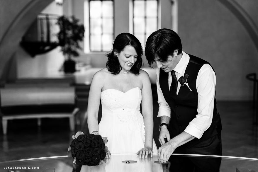 svatební fotografie tajné svatby ve Staroměstské radnici