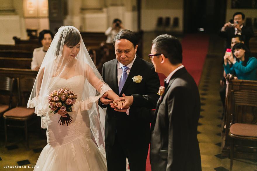 svatba v kostele svatého Mikuláše v Praze