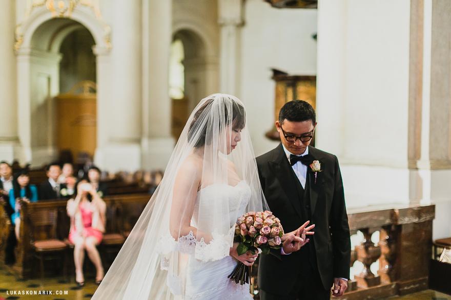 svatební obřad ve sv. Mikuláši v Praze