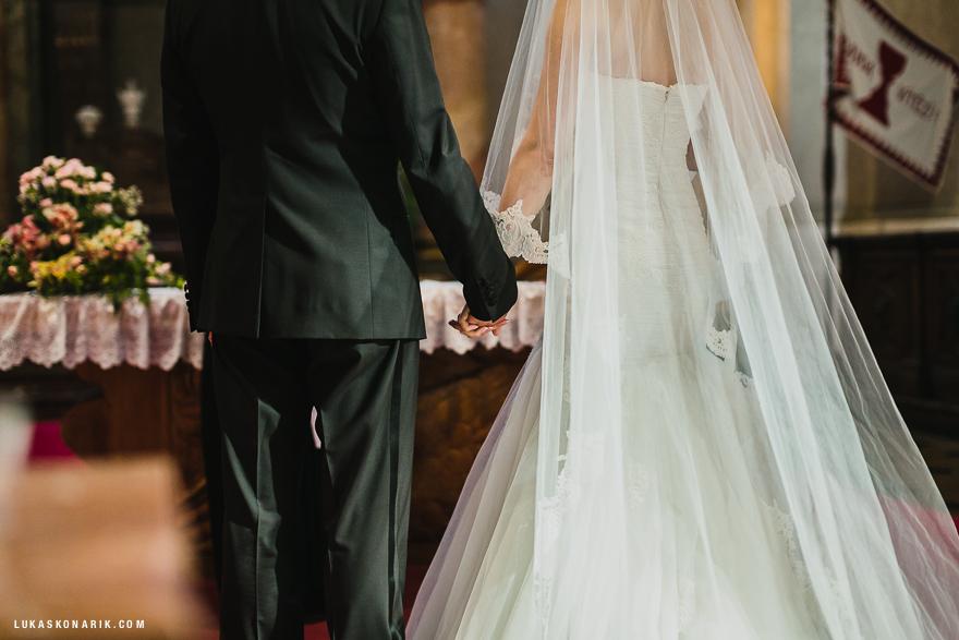 svatební fotografie nevěsty a ženicha ve sv. Mikuláši