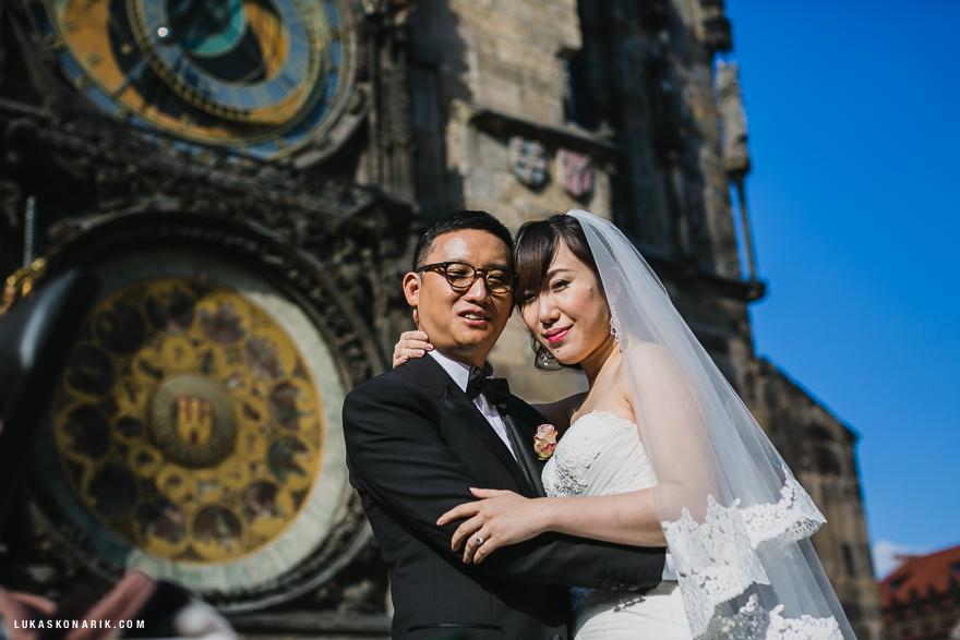 svatební fotografie u pražského orloje