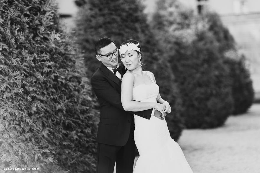 fotografie nevěsty a ženicha v okolí Pražského hradu