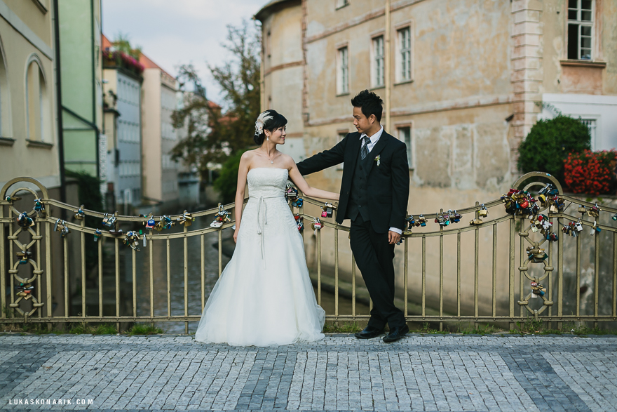 svatba v Praze, svatební footgrafie u Kampy