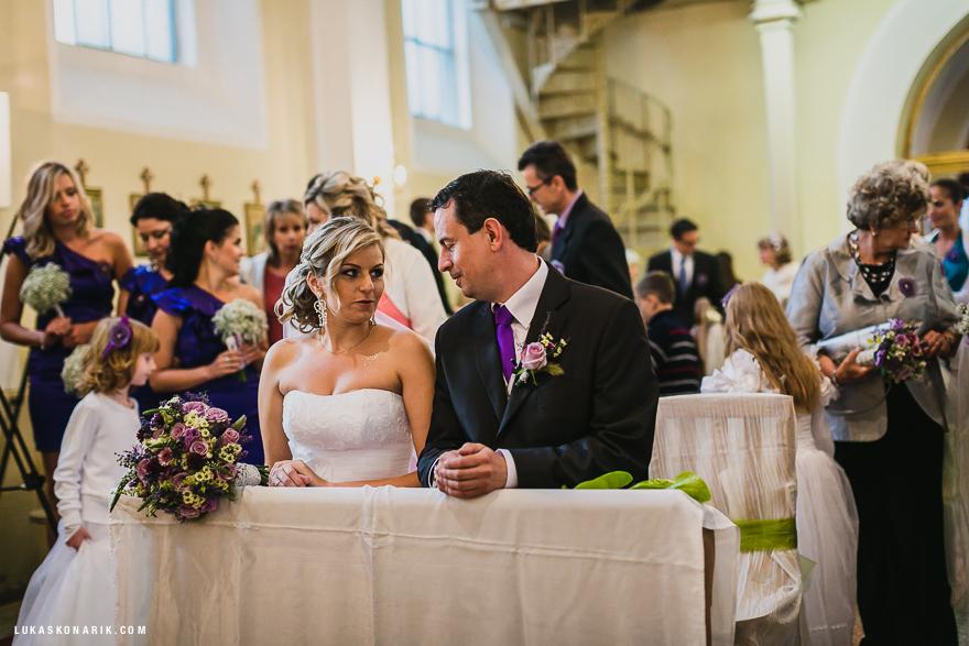 svatební fotografie v kostele ve Slezsku