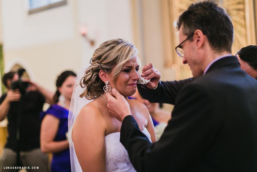 svatební fotografie emoce při obřadu